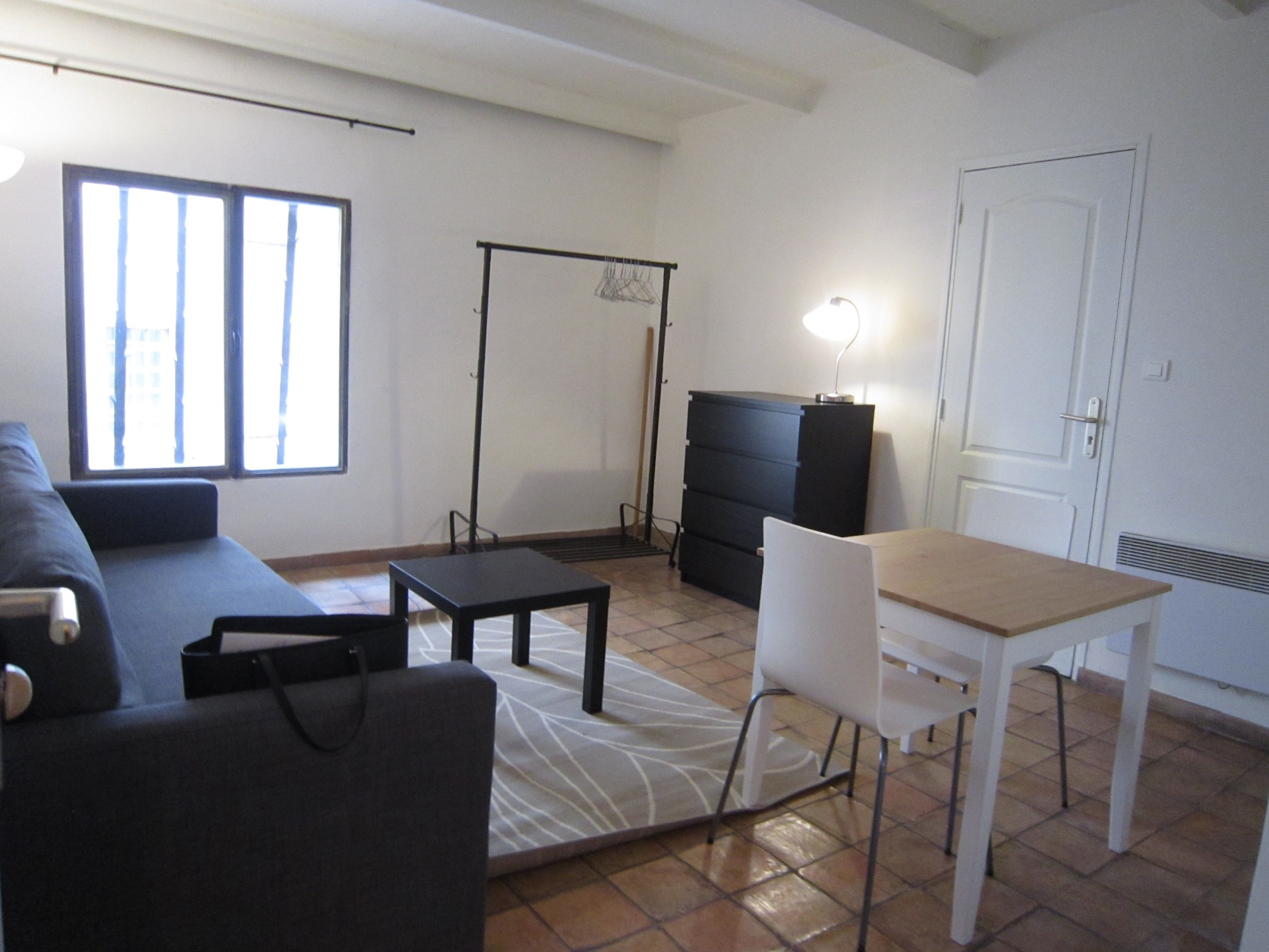 location location studio meubl aix en provence centre ville id al tudiant. Black Bedroom Furniture Sets. Home Design Ideas