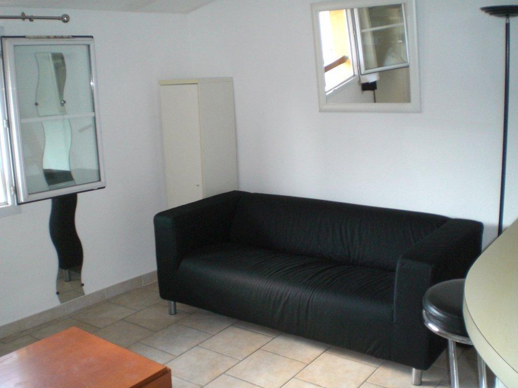 location location studio meubl avec mezzanine aix en provence centre ville proche tanneurs. Black Bedroom Furniture Sets. Home Design Ideas